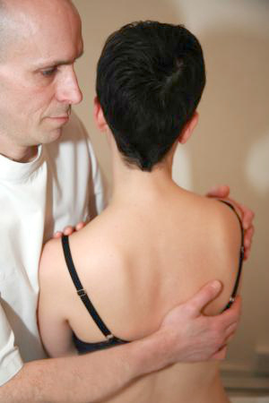 osteopathic treatment shoulder blade