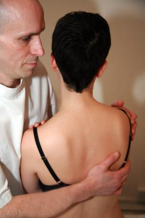 Gilly Arbuckle Osteopath treating shoulder pain